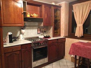 Villa Familiare vicino al Lago, con Terrazza e Barbecue - Lodrone vacation rentals