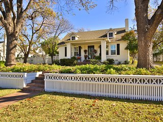 The Cottage at Eleven09--A Fine Guest Experience in the Heart of Abilene - Abilene vacation rentals