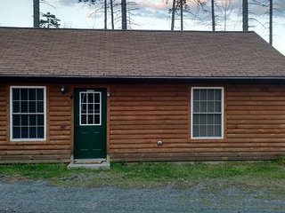 3 bedroom cabins with all amentities included, 10min walk to launch / beach - Rockwood vacation rentals