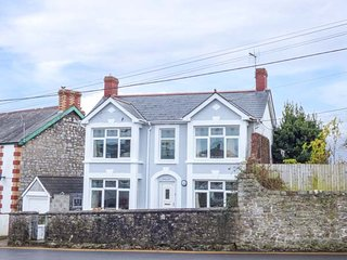 PEN HILL, detached, enclosed garden, in Llantwit Major, Ref 921027 - Llantwit Major vacation rentals