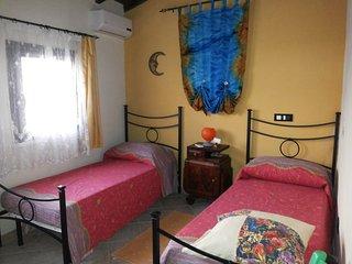 Accogliente struttura in mattoni crudi dai caldi colori mediterranei a Nuraminis - Pirri vacation rentals