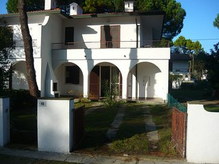 Fresh and quiet flat in a villa with 2 yards - Lido degli Estensi vacation rentals