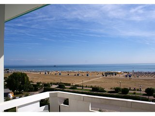 Beachfront Condo Sea View - Airco - Covered Private Parking - Bibione vacation rentals