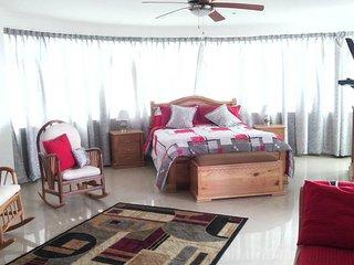 Luxury Salinas Beach Apartment - Phoenix 9 - Salinas vacation rentals