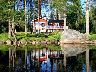 LAKE NISSÅNGEN - Lakefront Bad Boat Sauna Fishing - Malung vacation rentals