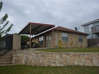 Cozy 3 bedroom Granbury House with Internet Access - Granbury vacation rentals