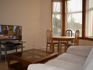 Mount Florida 2-Beds Glasgow Apartment - Glasgow vacation rentals