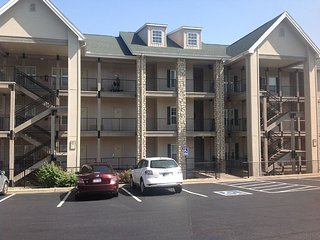 Spacious 3 bedroom, 3 bathroom Condo with a great view of Thousand Hills Resort - Branson vacation rentals