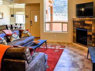 The Wandering Cow: Rustic, Modern Southwest - 3 bd, loft, 2 1/2 bath, pool, spa - Moab vacation rentals