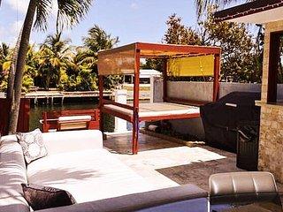 Villa San Souci - Miami Waterfront w/ Outdoor Bar & BBQ - North Miami vacation rentals