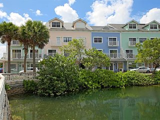 3 bedroom condo in Sandyport, family welcome - Nassau vacation rentals