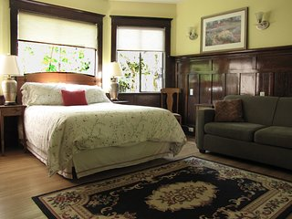 Queen Suite with Sofa Bed 1-2 - Vancouver vacation rentals