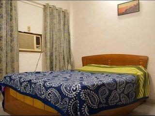 1 BHK   Budget apartment near Kokilaben Ambani hospital  ( andheri west ) - Colaba vacation rentals