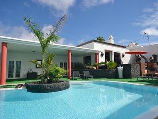 4 bedroom Villa with Internet Access in La Vegueta - La Vegueta vacation rentals