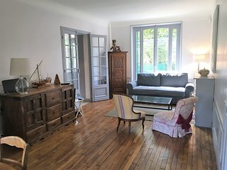 Huge 5 bedroom House Colombes-10 mins from Paris - Colombes vacation rentals