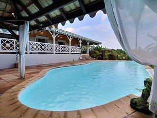 Superbe villa 5CH, piscine, proche plage et golf, côte Caraibe, situation +++ - Trois-Ilets vacation rentals