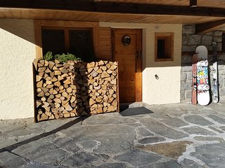 Chalet Apartment Chamonix: log fire, sauna, ensuite showers, parking, gardens - Chamonix vacation rentals