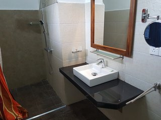 Bright 4 bedroom Aluthgama Bungalow with Internet Access - Aluthgama vacation rentals