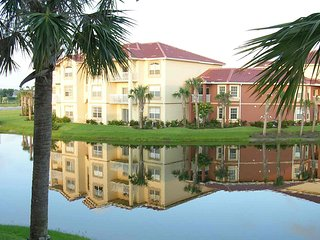 Deluxe Resort-Style 1/1 Condo, Gardens at Beachwalk, just 5 Mins from Gulf - Fort Myers vacation rentals