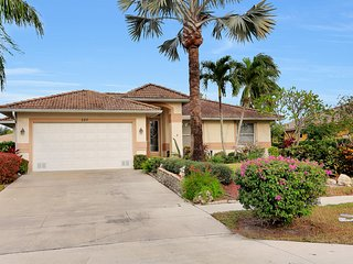 Escape Winter! Waterfront Home With Heated Pool & Sunny Lanai.  Close To Beach. - Marco Island vacation rentals