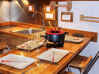 O'Ménuires Chaleureux Appartement SKIS AUX PIEDS pour 3/4 personnes - Les Menuires vacation rentals