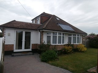 Cozy 3 bedroom Bungalow in Highcliffe with Internet Access - Highcliffe vacation rentals