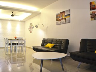 Adorable 5 bedroom Melaka House with Television - Melaka vacation rentals