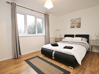 Close to University, Winnersh Triangle, TVBP and Green Park - Reading vacation rentals