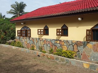 Perfect Bungalow with Parking and Grill - Elmina vacation rentals