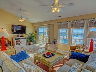 """Sandpiper Landing"" Oceanfront! Prime Location Walk To Everything - Surf City vacation rentals"