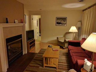 Forest House at Alexander's,1 mile from Mt Rainier entrance (Breakfast Included) - Ashford vacation rentals