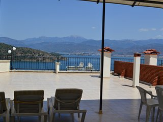 2 bedroom apartment with shared pool in the centre of Fethiye sleeping upto 6 - Fethiye vacation rentals