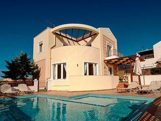 Superb villa near the beach with pool, WiFi - Akrotiri vacation rentals