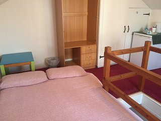 Family Home (Safe, comfortable, cosy, parking, complementary welcome - Staines vacation rentals