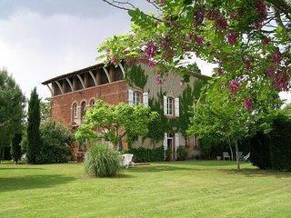 Belle maison du 19eme avec piscine chauffée, jacuzzi et sauna - Castelsarrasin vacation rentals