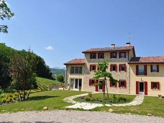 B&B Lemire - Camera Grappolo D'Oro - Bagnolo vacation rentals