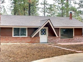 Orsina: Updated, Pet-Friendly Cabin for 6, CUTE and CLEAN! - Big Bear City vacation rentals