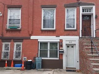 3 bedroom House with Washing Machine in Jersey City - Jersey City vacation rentals
