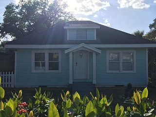 Cozy Blue House With Fast Wifi - Lake Worth vacation rentals