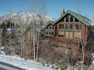 Jackson Hole Adventure Townhouse – Near Hiking, Restaurants & Nightlife - Jackson vacation rentals