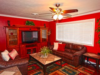 Feel like you have come home at this comfy home in the center of it all! - Murfreesboro vacation rentals