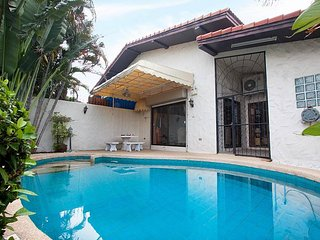Nai Mueang Noi |  2 Bed Pool Villa Convenient Located in Pattaya City - Pattaya vacation rentals