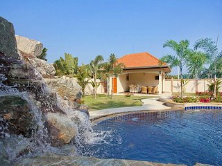 Private 4 bed family pool villa - Nong Pla Lai vacation rentals