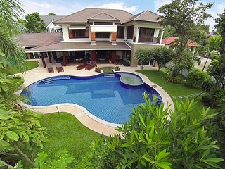 Lanna Karuehaad Villa | 6 plus 2 Bed Property near Chiang Mai Center - San Phi Suea vacation rentals