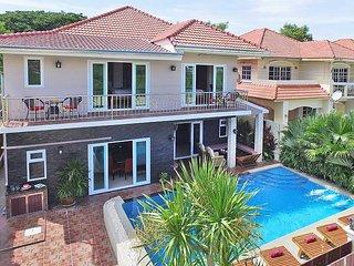 Baan Calypso | 7 Bed Tropical Pool Villa in Jomtien South Pattaya - Jomtien Beach vacation rentals