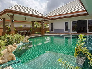 Thammachat P3 Victoria | 3 Bedroom Pattaya Pool Villa in Bangsaray - Na Chom Thian vacation rentals