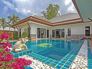 Thammachat P3 Vints 141 | 4 Bed Pool Villa in Bangsaray near Pattaya - Na Chom Thian vacation rentals