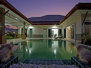 Thammachat P3 Vints 140 | 5 Bed Pool House in Family Resort Pattaya - Na Chom Thian vacation rentals