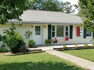 Nice 3 bedroom Lynchburg House with Internet Access - Lynchburg vacation rentals