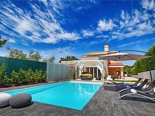4 bedroom Villa in Kukci, Istria, Kufci, Croatia : ref 2375145 - Mali Maj vacation rentals